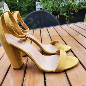 Shoe dazzle chunky heel